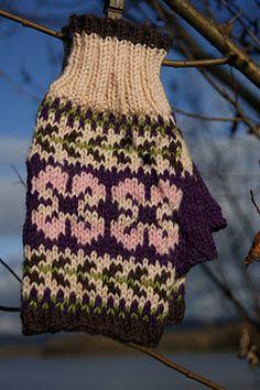Fingerless gloves....Free Pattern!