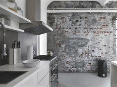 papier peint imitation béton et brique de style industriel dans la cuisine en noir et blanc