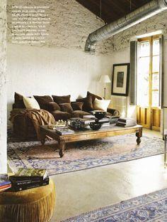 Designed by Tony Espuch, owner of Azul Tierra, mixes 2 eras - industrial meets English cosy gentleman's quarter Small Space Living, Living Spaces, Living Rooms, Gentlemans Quarters, Piece A Vivre, Interior Decorating, Interior Design, French Interior, Velvet Sofa