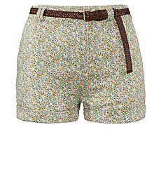 Review mit Flechtgürtel   #flower  #shorts  www.fashion.engelhorn.de