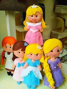 Bambola fatta a mano principessa Aurora di PiccolidettagliART