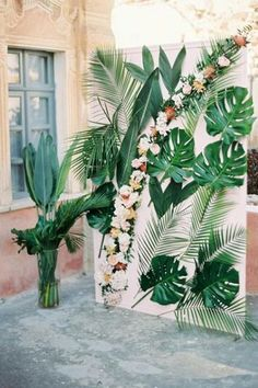 A dreamy Belle Epoque Inspired Wedding at an old captain's house in Greece. Tropical and colourful wedding altar<br> A dreamy Belle Epoque Inspired Wedding at an old captain's house in Greece. Belle Epoque, Havana Nights Party, Deco Jungle, Tropical Home Decor, Tropical Furniture, Tropical Wedding Decor, Tropical Interior, Tropical Weddings, Tropical Bridal Showers