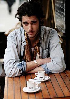 Lou Gaillot, a la cafe