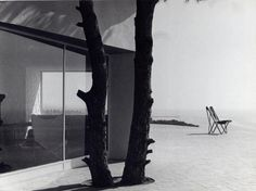José Antonio Coderch built this holiday home with his associate Manuel Valls for the industrial engineer Eustaquio Ugalde who had just bought a plot of woodland right next to the sea at. Cubic Architecture, Architecture Details, Interior Architecture, Mediterranean Architecture, Curved Walls, Alvar Aalto, Trendy Tree, Building, Design