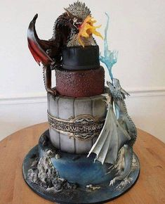 Who needs this Game of Thrones cake?! . . . #gameofthrones...