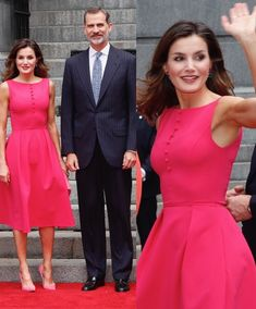 King Felipe and Queen Letizia of Spain are currently on an official visit to the USA June)🇪🇸🇺🇸 . The King and the Queen arrived… Summer Wear For Ladies, Modest Fashion, Fashion Dresses, Mode Kawaii, Spain Fashion, Conservative Fashion, Estilo Real, Special Occasion Outfits, Queen Letizia