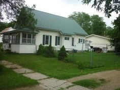 511 S James St, Richland Center, WI 53581 :: Wisconsin Homes   Great Place to Start: Affordable 3 bedroom, 1.5 bath featuring new metal roof and water heater. Enjoy the fenced in yard, great for pets! Located on a corner lot with partial basement and 1 car attached garage