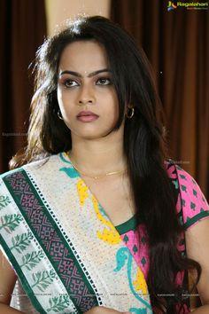 Beautiful Long Hair, Beautiful Girl Indian, Beautiful Girl Image, Beautiful Curves, Beautiful Indian Actress, Beautiful Women, Bollywood Hairstyles, Indian Hairstyles, Beauty Full Girl