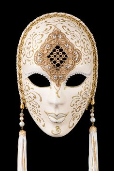 Penelope White and Gold authentic venetian mask in papier mache. Handcrafted according to the original Venice carnival tradition. Manifactured in Venice by the famous venetian masters. Each item is provided with certificate of authenticity. Venetian Carnival Masks, Carnival Of Venice, Venetian Masquerade, Masquerade Ball, Masquarade Mask, Venice Mask, Mask Painting, Antique Perfume Bottles, Masks Art