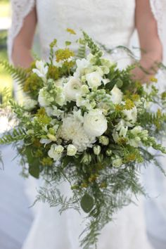 Bridal bouquet by Magdalena Williams at European Floral Design, 706-227-9937. Zoomworks Photos.