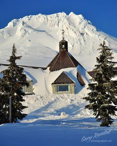 Timberline Lodge, Mount Hood National Forest, Oregon.  Photo: Gary Randall via Flickr