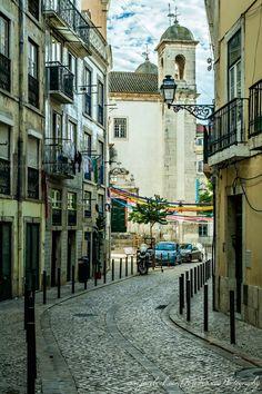 Rua das Farinhas (Mouraria), Igreja de São Cristovão, Lisboa (TozéFonsecaPhotography on Facebook)