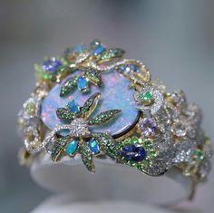 This unique opal make this bracelet an extraordinarie piece !  #goldesignbrazilianjewellery