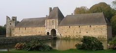 Gratot Castle, locally known as Château de Gratot, lies in the village by the same name, north west of the town of Coutances in the Manche department in the Normandy region in France.