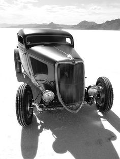 34 Ford at the Bonneville Salt Flats - Vintage and Retro Cars Retro Cars, Vintage Cars, Antique Cars, Vintage Stuff, Classic Hot Rod, Classic Cars, Cycle Kart, Ford Motor Company, Pinup
