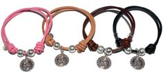 #Pulsera con medalla de #plata de la #Virgen de la Victoria y cordón de #cuero. Podrás elegir el color que quieras! Disponible también con pulsera de piedras.