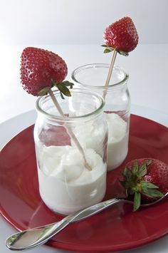 How To Make Greek Yogurt Using Raw Milk    One day I'll attempt this...one day.