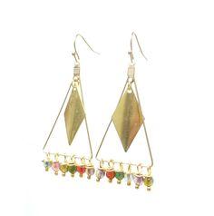 Color's Folk • Boucles d'oreille folk triangle en laiton et pierres de tourmaline. Bijou hippie chic. Bijoux la perlusienne bijoux fantaisie boheme