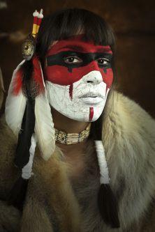 Je ne vous parlerai pas des autochtones. Les Premières Nations, on s'en contretape le Canayen 365...