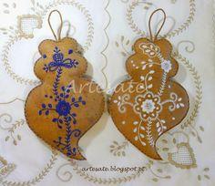 coração de Viana bordados - Pesquisa Google Fabric Names, Fabric Dolls, Plushies, Filigree, Hand Embroidery, Needlework, Arts And Crafts, Christmas Ornaments, Sewing