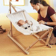 Baby-Hängematte mit Holzgestell von AMAZONAS