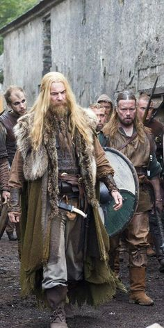 Scandinavian Vikings <For Signy, for the collar draping. Vikings are just so damn cool. Costume Viking, Viking Garb, Viking Men, Viking Life, Viking Shop, Viking Warrior Men, Medieval Costume, Ragnar Lothbrok, Larp