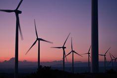 Las energías renovables crean empleo 12 veces mas rapido que los otros sectores. http://eljueybizco.com/las-energias-renovables-crean-empleo-12-veces-mas-rapido-que-los-otros-sectores/