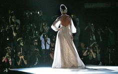 Una de las propuestas de Isabel Zapardiez en la Pasarela Barcelona Bridal Week 2013. Imagen cedida por BBW.