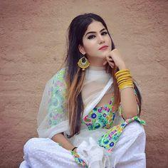 Patiala Salwar Suits, Salwar Dress, Churidar, Punjabi Suits Party Wear, Punjabi Models, Classy Suits, Punjabi Girls, Indian Designer Suits, Afghan Dresses