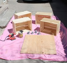 Hometalk :: DIY Crate Coffee Table.  WOW, I LOVE THIS IDEA!!!!