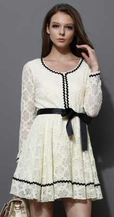Contrast Tirm Lace Dress with Belt