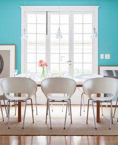 Open house - Patricia e Marco. Veja: https://casadevalentina.com.br/blog/detalhes/open-house--patricia-e-marco-2790 #decor #decoracao #interior #design #casa #home #house #idea #ideia #detalhes #details #openhouse #casadevalentina #dining #diningroom #saladejantar #cor #color