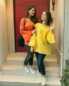 Aiman Khan and Minal Khan Always inspired us by their Dressing and Sweetness! Designer Blouse Patterns, Blouse Designs, Western Outfits, Western Wear, Blue Chiffon Dresses, Aiman Khan, Pakistan Fashion, Stylish Girls Photos, Pant Shirt