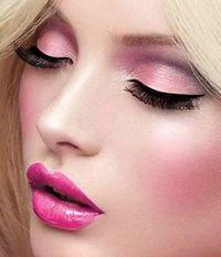 Los tonos tierra y los rosados consiguen maquillajes de niña buena. Así que si quieres una carita de ángel, ya sabes por dónde empezar!