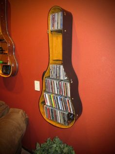 10 Ingenious Repurpose Old Guitar Ideas To Rock Your Room Decoration 10 geniale, altmodische Gitarre Guitar Shelf, Guitar Case, Guitar Storage, Guitar Bedroom, Home Music Rooms, Music Studio Room, Music Furniture, Guitar Crafts, Guitar Diy