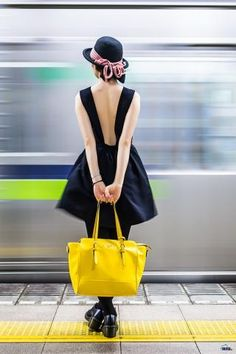 navy blue dress, yellow tote bag and hat, a nice summer outfit.