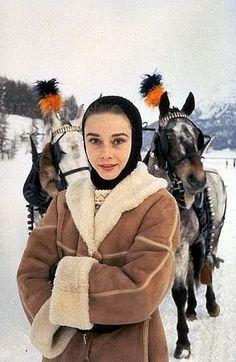 33-1127 Audrey Hepburn C. 1958