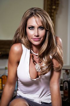 Holly Sonders' sports knowledge, girl-next-door charm and good looks #golf #golfbabes #HoleinOneMY