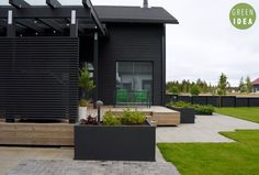 Black, white and green! Outdoor Lounge, Outdoor Living, Outdoor Decor, Small Floor Plans, Dark House, Modern Backyard, Home Design Plans, House Painting, Exterior Design
