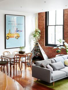 Ineke Hutter's Collingwood home. Photo – Annette O'Brien. Production – Lucy Feagins / The Design Files. Chic Living Room, Home And Living, Living Area, Bentwood Chairs, Dining Chairs, Lounge Chairs, Warehouse Living, Warehouse Apartment, Warehouse Plan
