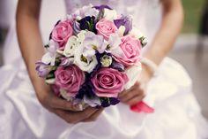 mazzi-di-fiori-bellissimi-bouquet-rotondo-rose-rosa-fiori-bianchi-viola