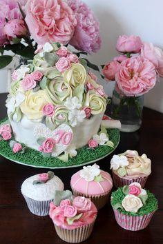 Bespoke order for Hanna and SuSu. Giant flower cupcake and matching cupcakes. #flowercake #70thbirthday #Birthdaycake #cupcakes