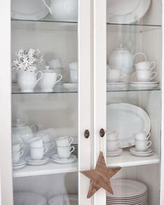 "Márcia Valbom on Instagram: ""Andei às voltas com alguns móveis cá de casa, a mudá-los de lugar e deixar fluir o espaço que estava demasiado cheio! Enquanto isso,…"" China Cabinet, Storage, Furniture, Instagram, Home Decor, Houses, Crockery Cabinet, Store, Home Furnishings"