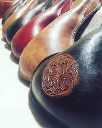 Výsledek obrázku pro Medieval leather craft flask hirotar Leather Craft, Flask, Medieval, Floral, Crafts, Jewelry, Leather Crafts, Manualidades, Jewlery