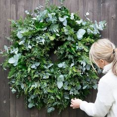 Well today is my last day of doing wreaths garlands and even this year a mistle Dekokränze