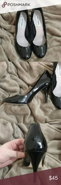 Steve Madden pumps 9M Steve Madden pumps 9M black one small scuff on heel as shown hardly noticeable Steve Madden Shoes Heels