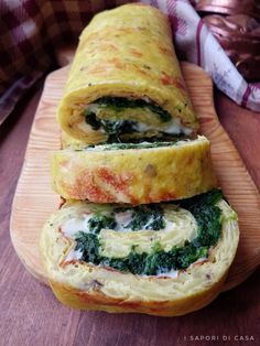 Potato and spinach roll Italian Dishes, Italian Recipes, Vegetarian Recipes, Healthy Recipes, Snacks Für Party, Food Humor, Savoury Dishes, Antipasto, Easy Cooking