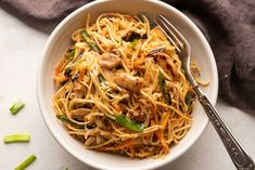 Easy Chicken Chow Mein - My Food Story How To Cook Noodles, Chicken Stir Fry With Noodles, Egg Noodles, Chilli Garlic Noodles, Stir Fry Beans, Stir Fry With Egg, Chilli Paneer, Fried Beans, Chicken Chow Mein