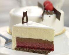 Tort biały malinowy z makaronikami