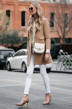 HOW TO WEAR WHITE SKINNY JEANS IN DECEMBER